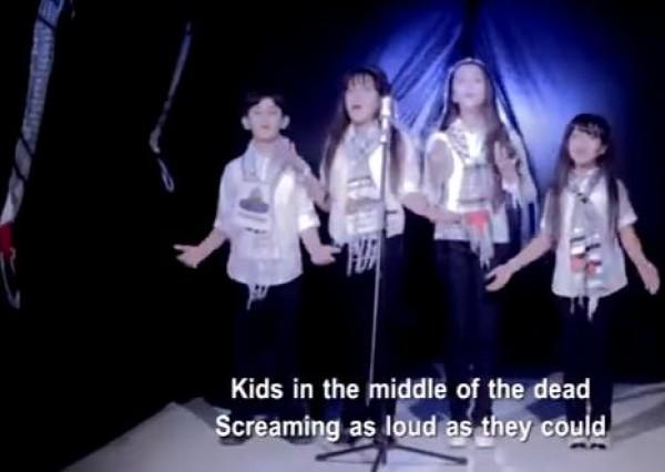 بالفيديو: انشودة اطفال وسط الموت