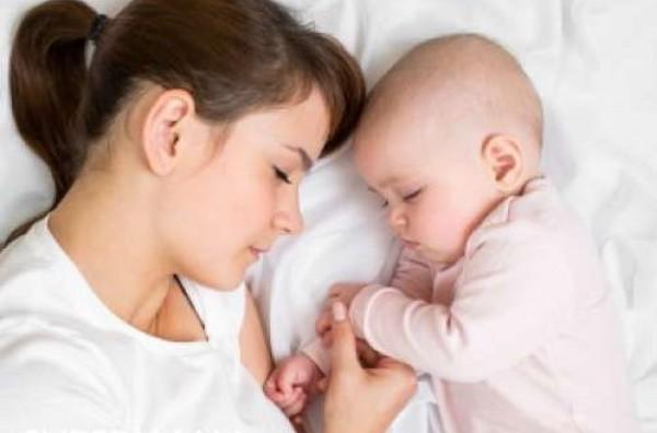 هل من المفيد لطفلك النوم بجانبك ؟
