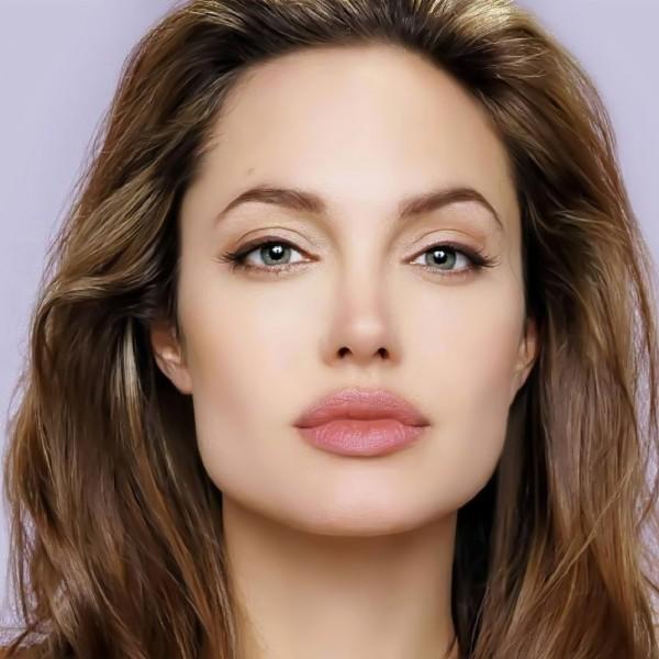 هل تراجعت أنجلينا جولي عن طلاقها من براد بيت ؟