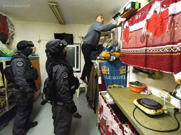 حمدونة:الوحدات الخاصة تنقل أقسام بكاملها في السجون تحت ذريعة الأمن