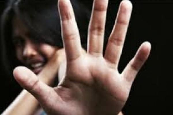 فتاة تتعرض لتحرش في أحد الطرقات العامة بالمغرب