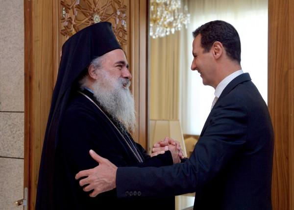 صحيفة إسرائيلية: المطران عطا الله حنا يلتقي الرئيس السوري بشار الأسد