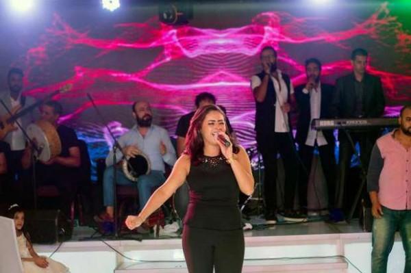 ياسمين نيازي تتألق في أول ظهور لها بعد الأزمة