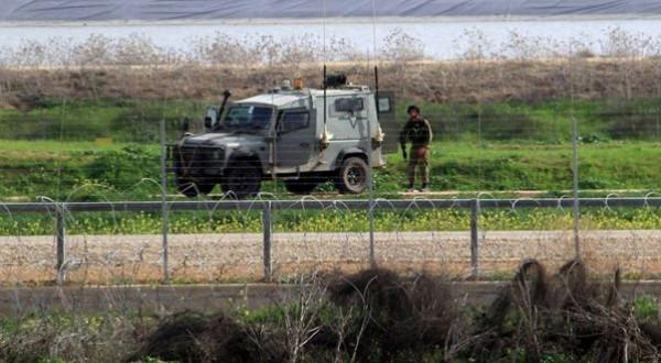الاحتلال يعتقل فلسطينياً بزعم اجتيازه السياج الحدودي شمال قطاع غزة
