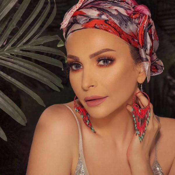 أمل حجازي ترتدي الحجاب وتعتزل الفن
