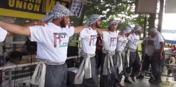 شاهد.. دبكة فلسطينية في مدينة نيويورك الأمريكية