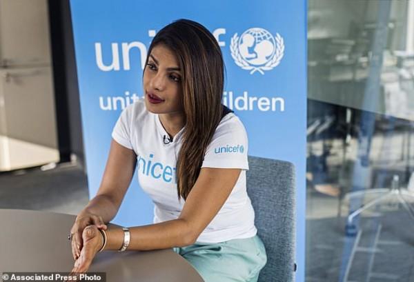 بريانكا تتحدث العربية أثناء زيارة الأردن