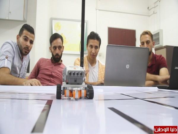 """فيديو: غزة..مجموعة من الطلبة يخترعون """"روبوت"""" قادر على تنفيذ المهام"""