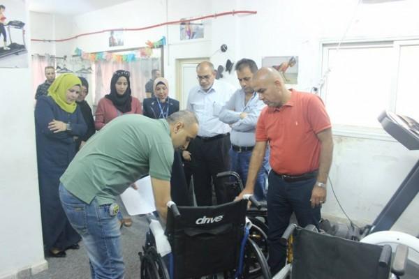 جمعية الإنقاذ الخيرية توزع أجهزة وأدوات لمساعدة لذوي الإعاقة