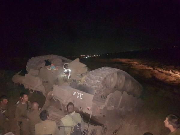 (معاريف): إصابة 3 إسرائيليين في حادثة انقلاب دبابة بالجولان