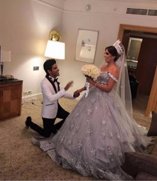 إسراء عبد الفتاح تُحرج والدتها أمام معازيم حفل زفافها