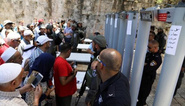قائد الشرطة الإسرائيلية: نتنياهو قرر إزالة البوابات الإلكترونية بالأقصى ونحن تحفظنا