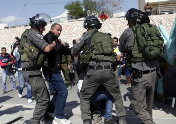 الاحتلال يشن حملة اعتقالات في مناطق الضفة والقدس
