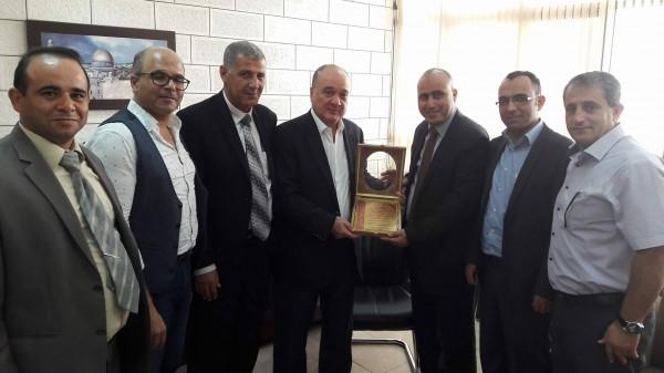 اتحاد الجامعات والكليات الحكومية يلتقي د. ناصر القدوة