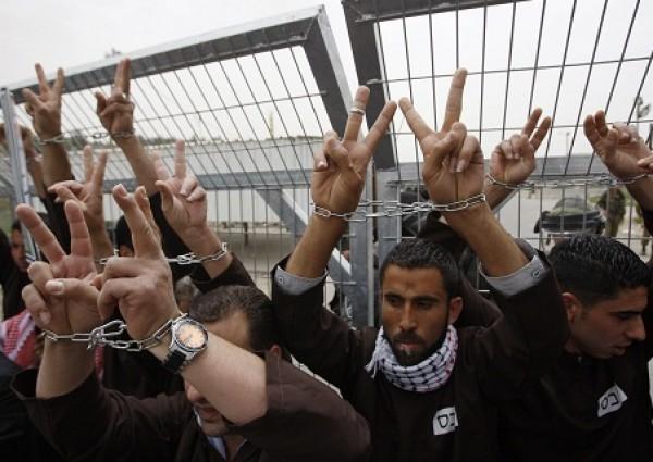 """4 معتقلين في """"عتصيون"""" يتعرّضون للضرب خلال اعتقالهم"""