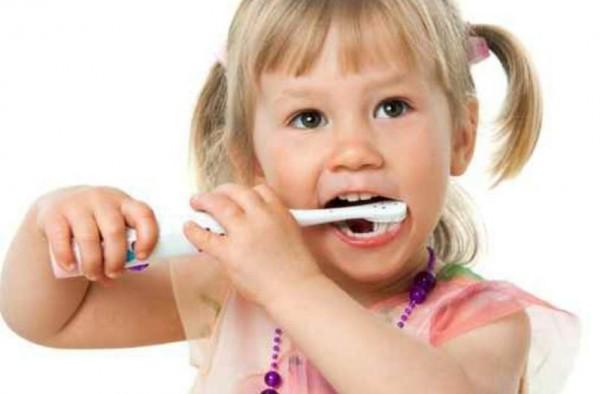 ما هو معجون الأسنان المناسب لطفلك؟