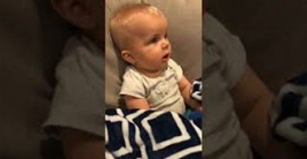 رد فعل طفل يسمع عزف والده على الجيتار لأول مرة