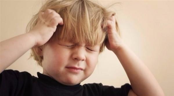 كيف تعرف أن طفلك أصيب بارتجاج المخ عند سقوطه؟