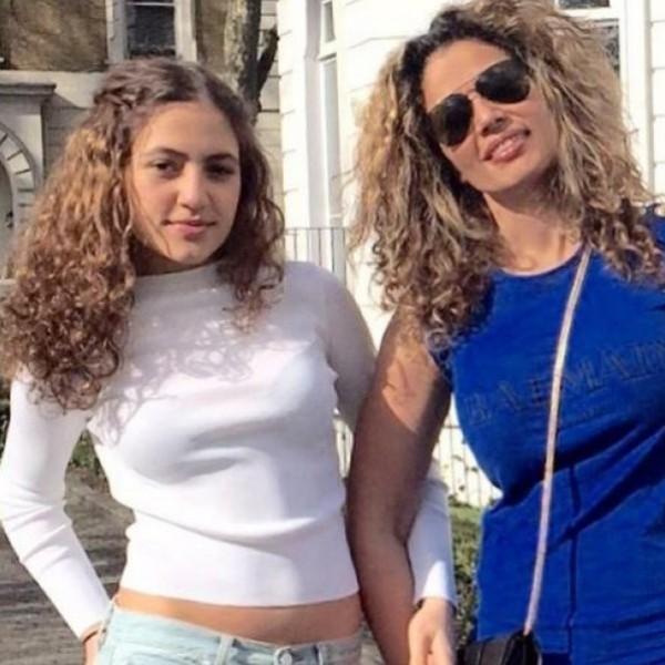 """زوجة عمرو دياب تستعرض بسيارة ابنتها """"جنا"""""""