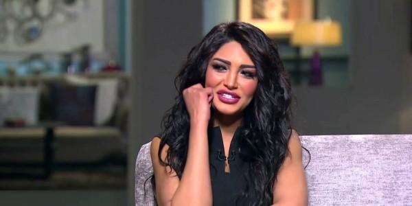 طلاق مذيعة مصرية مباشرةً على الهواء!