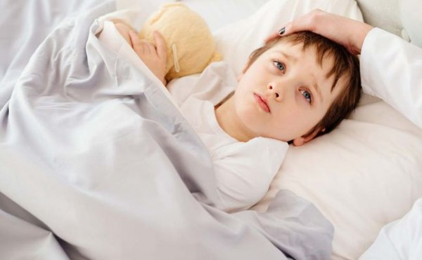 هل القيء الاصفر عند الاطفال خطير؟