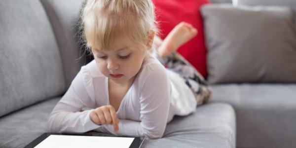 كيفية تقليل مشاهدة طفلك لبرامج الأطفال