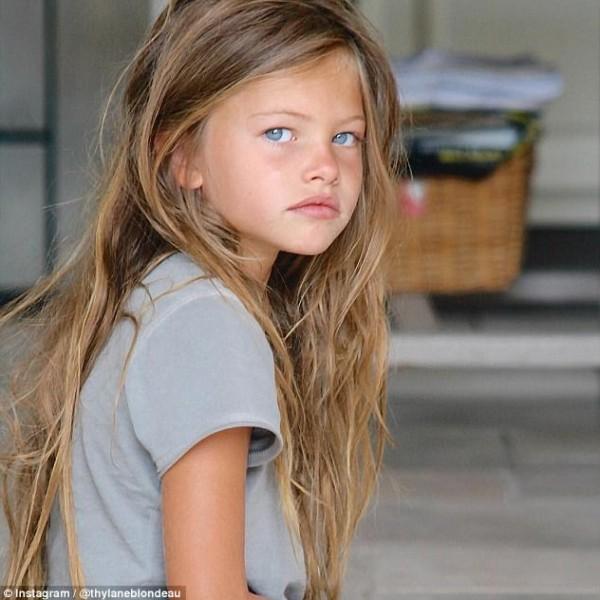 أول عرض أزياء لأجمل طفلة في العالم بعدما أصبحت شابة