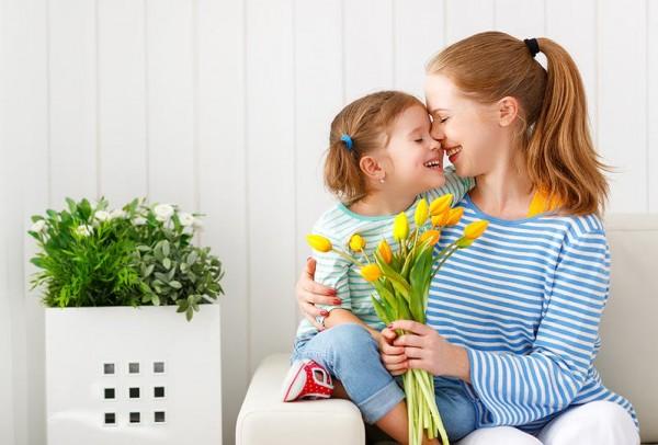 6 تصرفات تخبرك أن طفلك يحبك