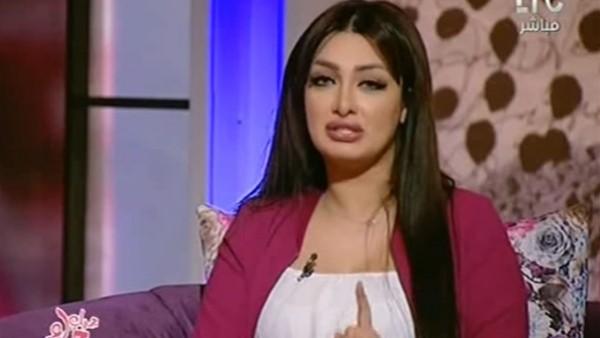 مذيعة مصرية تتعرض لموقف مُحرج وصلة غزل جريئة على الهواء