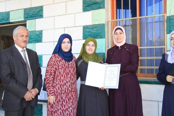 تربية قلقيلية تكرّم مدرسة الشهداء الفائزة في جائزة المدرسة الدولية