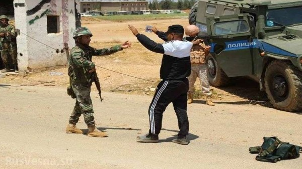 عشرات المسلحين يسلمون أنفسهم لقوات النظام السوري