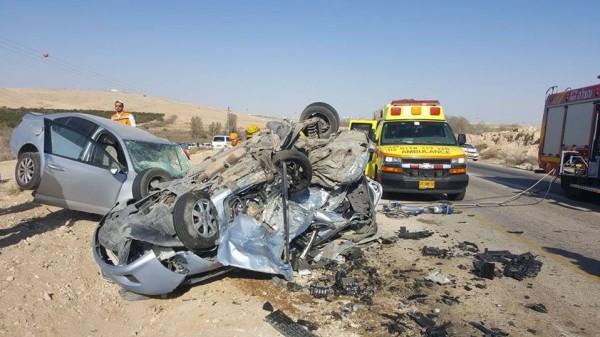 (صور وفيديو) مصرع 3 اسرائيليين بحادث سير قرب ديمونا جنوب فلسطين