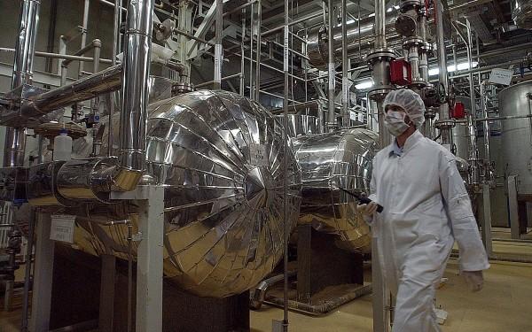 إيران: خياران لا ثالث لهما بشأن الاتفاق النووي
