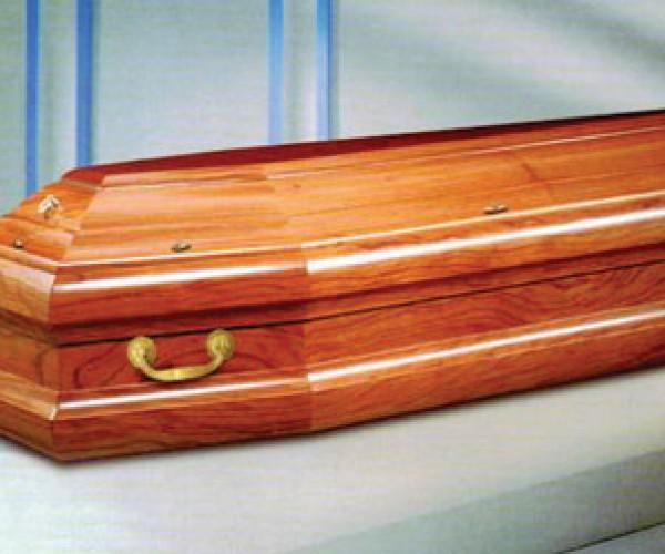 (بالفيديو).. ما حكم دفن الميت في صندوق؟