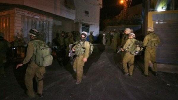 جيش الاحتلال يداهم قرية تقوع ويفتش منازل المواطنين