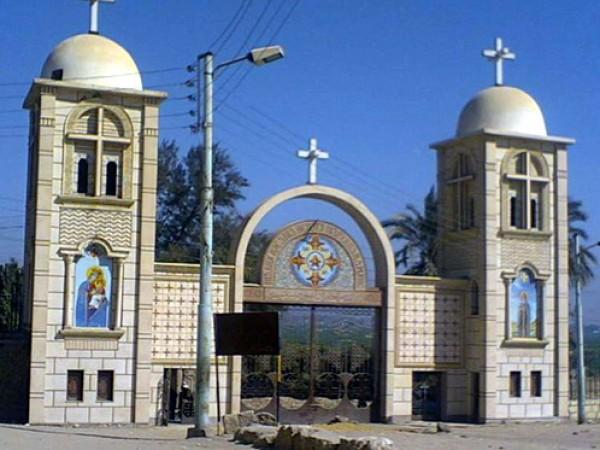 مسلحون يسطون على بنك ويهاجمون كنيسة في العريش