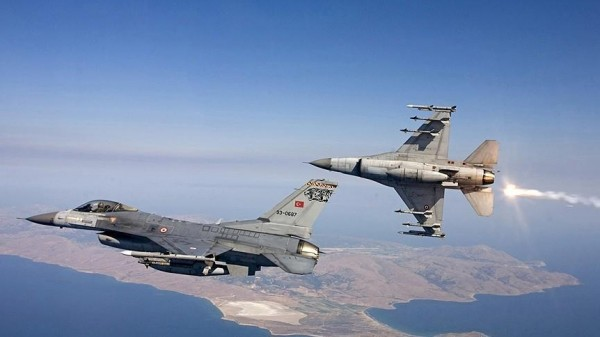مقاتلات تركية تقصف أهدافاً لـ (بي كا كا) شمال العراق