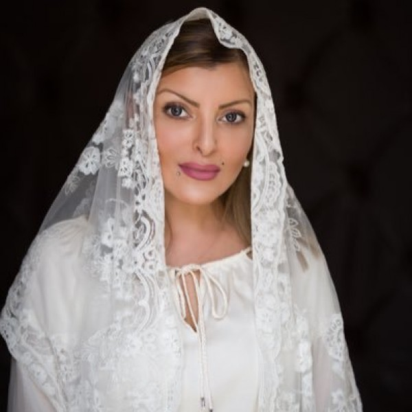 فيديو إعلامية سعودية تتخلى عن أجمل مافيها في تصرف غير مسبوق