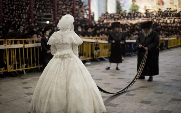 إذلال للعروس مشاهد غريبة من طقوس زفاف يهود حريديم