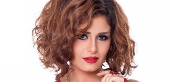 منة فضالي تغضب جمهورها بسبب صورة بدون بنطلون
