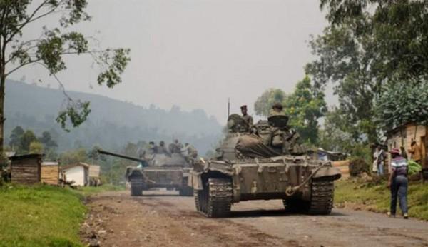 زيمبابوي: انقلاب عسكري والجيش يمهل الرئيس 24 ساعة لإخلاء منصبه