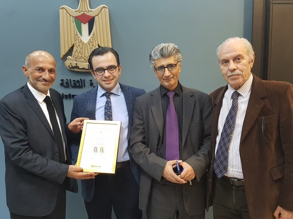 بسيسو يكرّم جمعية أسوار عكا  للثقافة والشاعرين درويش ودغش