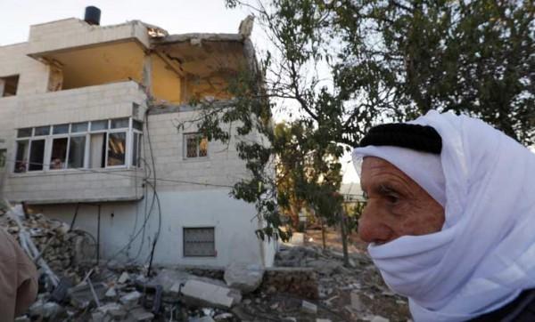 """الاحتلال يُفجّر منزل شهيد في القدس ويحاصر """"بيت سوريك"""""""