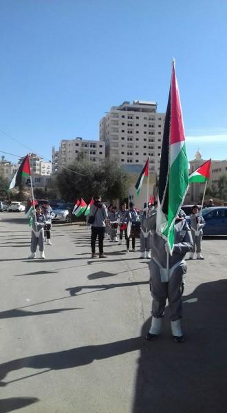 رفع العلم الفلسطيني بذكرى الاستقلال ويوم الكوفية بتعليم جنوب الخليل