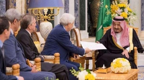 بوتفليقه يرسل رسالة للعاهل السعودي ...ما مفادها؟