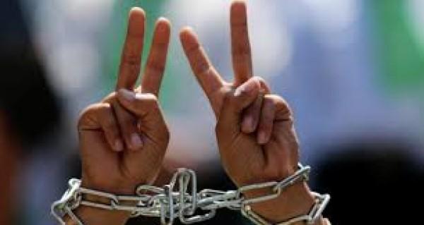 الاحتلال يعتقل (16) مواطناً من الضفة بينهم سيّدة