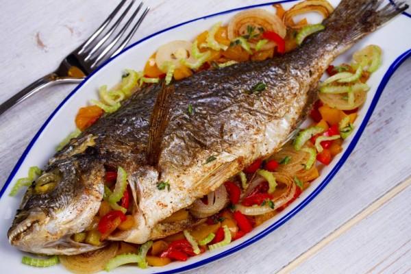 وسائل للتخلص رائحة الأسماك طهيها