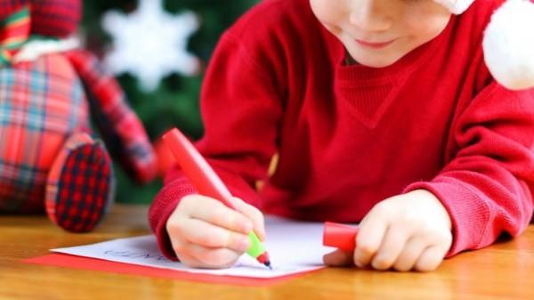 رسالة طفل إلى بابا نويل تُثير الذعر.. ووالدته فخورة به