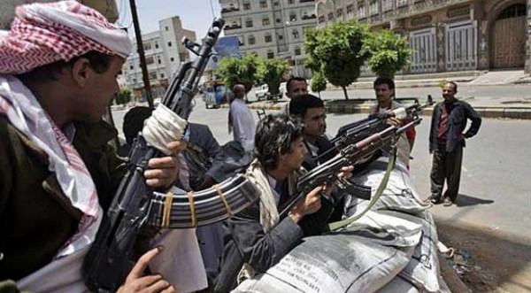 جماعات الحوثي تدفع بتعزيزات إلى صنعاء