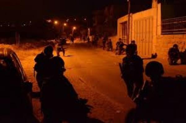 الاحتلال يصيب شابا بالرصاص الحي ويعتقله في حي الصوانة بالقدس